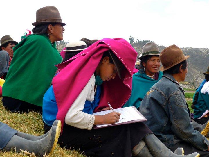 Mujeres de una comunidad durante una sesión de formación de MCCH. Foto cedida por Ainhoa, de Setem HH